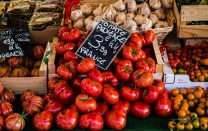Tomatoes and garlic on a market stall