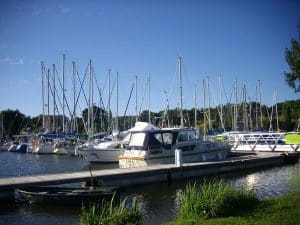 Port de Foleux, walkway and boats moored