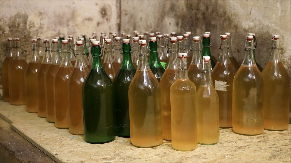 Making cider from apple juice